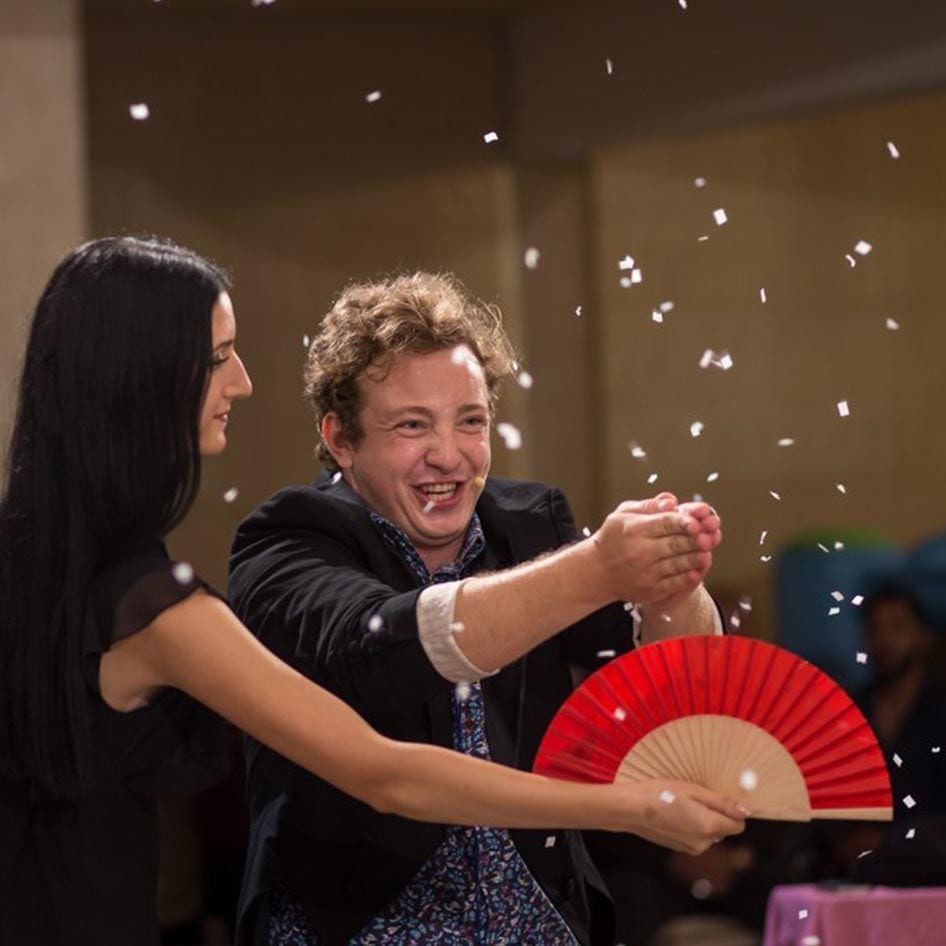 Ploaia de confetti, Magicianul Ciprian si Lacra
